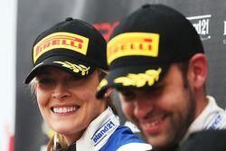 Podio: Ganadores de la carrera #75 Optimum Motorsport Aston Martin V12 Vantage GT3: Flick Haigh, Jon