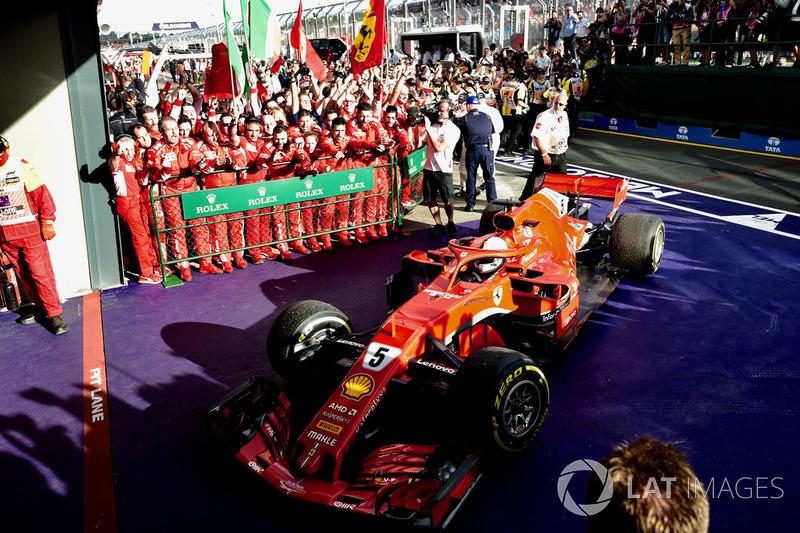 Il vincitore della gara Sebastian Vettel, Ferrari SF71H arriva nel parco chiuso