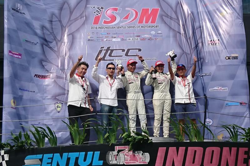 Podium ITCC 1600 Max: Demas Agil, Toyota Team Indonesia, Alinka Hardianti, Toyota Team Indonesia
