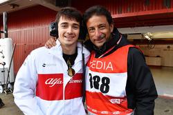 Charles Leclerc, Alfa Romeo Sauber F1 Team e Jean-Michel Tibi, Cameraman FOM