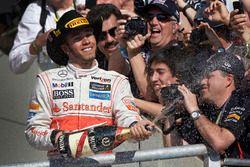 Podium: Racewinnaar Lewis Hamilton, McLaren