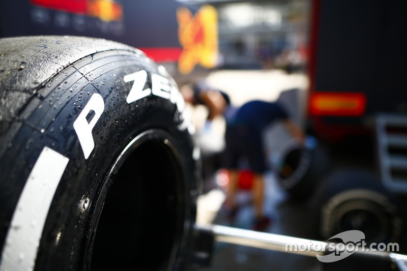 Detail ban Pirelli kompon medium