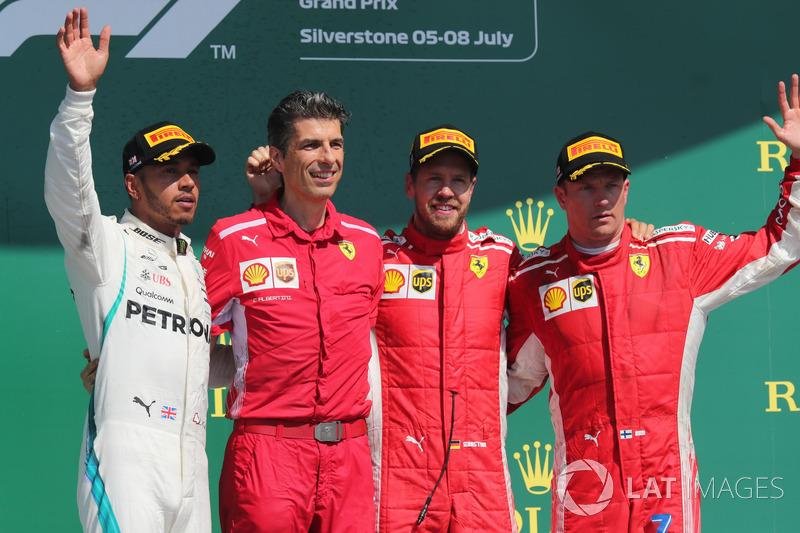 Lewis Hamilton terminou em segundo e Kimi Raikkonen foi o terceiro