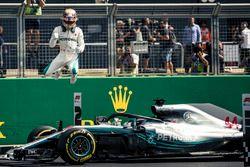 Polesitter Lewis Hamilton, Mercedes-AMG F1 in parc ferme