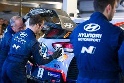 Механики Hyundai Motorsport за работой