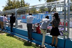Fans watch Alex Lynn, DS Virgin Racing