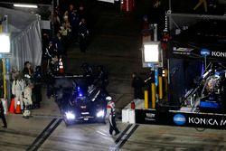 #10 Wayne Taylor Racing Cadillac DPi: Jordan Taylor, Renger Van Der Zande, Ryan Hunter-Reay goes bac