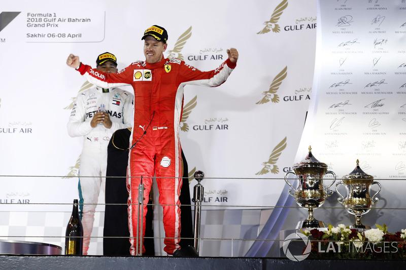Sebastian Vettel, Ferrari, 1° classificato, arriva sul podio