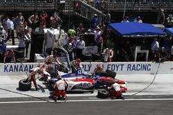 Tony Kanaan, A.J. Foyt Enterprises Chevrolet, pitstop
