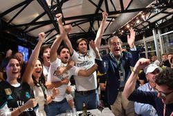 Carlos Sainz Jr., Renault Sport F1 Team, guarda la finale di Champions League