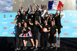 Jean-Eric Vergne, Techeetah, celebra con su equipo