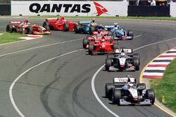 Mika Hakkinen, McLaren precede David Couthard, McLaren alla partenza