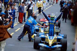 Race winner Giancarlo Fisichella, Renault F1 Team R25