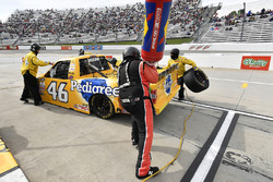 Todd Gilliland, Kyle Busch Motorsports Toyota pit stop