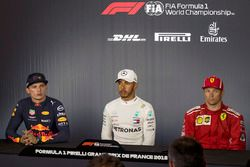 Max Verstappen, Red Bull Racing, Lewis Hamilton, Mercedes-AMG F1 et Kimi Raikkonen, Ferrari, en conférence de presse
