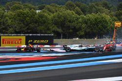 Sebastian Vettel, Ferrari SF71H percute Valtteri Bottas, Mercedes-AMG F1 W09 au départ
