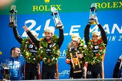 Podium LMP2 : les vainqueurs Roman Rusinov, Andrea Pizzitola, Jean-Eric Vergne, G-Drive Racing