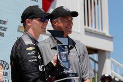 Josef Newgarden, Team Penske Chevrolet, festeggia sul podio