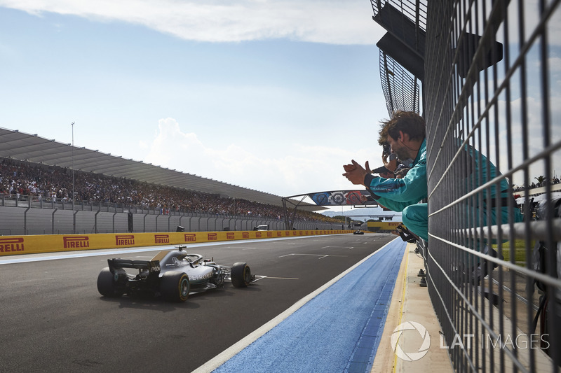 Lewis Hamilton, Mercedes AMG F1 W09, crosses the line for victory as his team applauds his performance