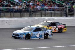 Kevin Harvick, Stewart-Haas Racing, Ford Fusion Busch Light e Matt DiBenedetto, Go FAS Racing, Ford Fusion Can-Am/Wholey