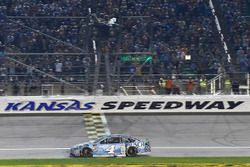 Kevin Harvick, Stewart-Haas Racing, Ford Fusion Busch Light takes the checkered flag