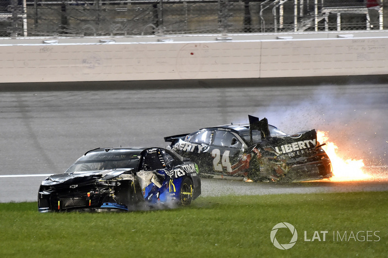 Crash: William Byron, Hendrick Motorsports, Chevrolet Camaro Liberty University, Jamie McMurray, Chip Ganassi Racing, Chevrolet Camaro Cessna