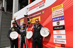 Podio Trofeo Pirelli: (da sinistra) Bjorn Grossmann, Octane 126, Florian Merckx, Baron Motorsport, Nicklas Nielsen, Formula Racing, e Philipp Baron