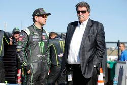 Kurt Busch, Stewart-Haas Racing, Ford Fusion Monster Energy / Haas Automation Mike Helton
