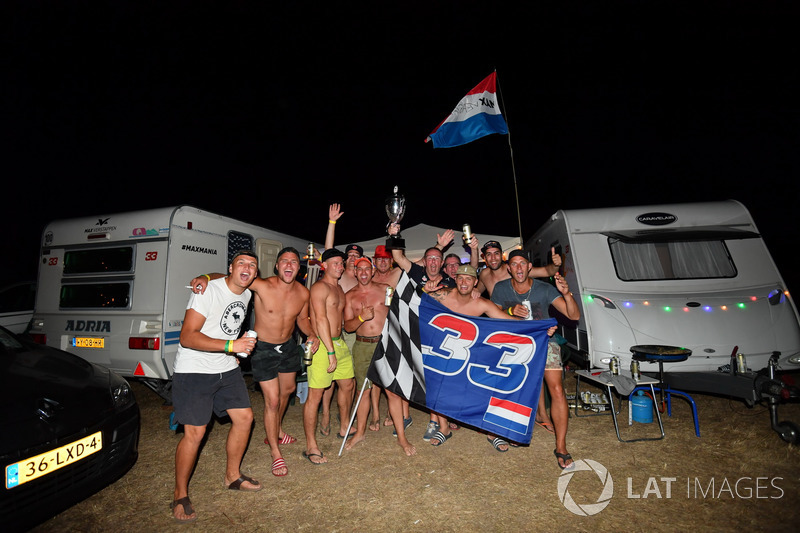 Kibice Maxa Verstappena, Red Bull Racing na kampingu