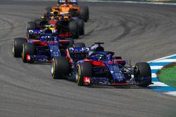 Brendon Hartley, Toro Rosso STR13, devant Pierre Gasly, Toro Rosso STR13, Daniel Ricciardo, Red Bull Racing RB14, et Stoffel Vandoorne, McLaren MCL33