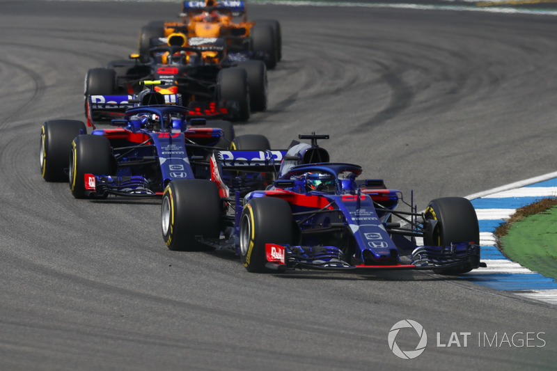 Brendon Hartley, Toro Rosso STR13, delante e Pierre Gasly, Toro Rosso STR13, Daniel Ricciardo, Red Bull Racing RB14, y Stoffel Vandoorne, McLaren MCL33