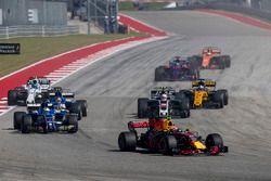 Max Verstappen, Red Bull Racing RB13, Marcus Ericsson, Sauber C36, Kevin Magnussen, Haas F1 Team VF-17, Pascal Wehrlein, Sauber C36