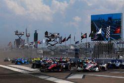 Start zum IndyCar-Saisonauftakt 2018 in St. Petersburg: Robert Wickens, Schmidt Peterson Motorsports Honda, Will Power, Team Penske Chevrolet