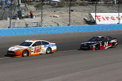 Ryan Blaney, Team Penske, Ford Fusion Devilbiss e Clint Bowyer, Stewart-Haas Racing, Ford Fusion Haas Automation