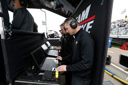 Simon Pagenaud, Team Penske Chevrolet ingenieros