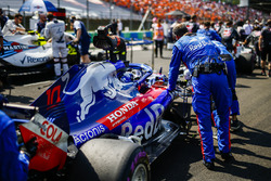 Pierre Gasly, Toro Rosso STR13 arrives on the grid