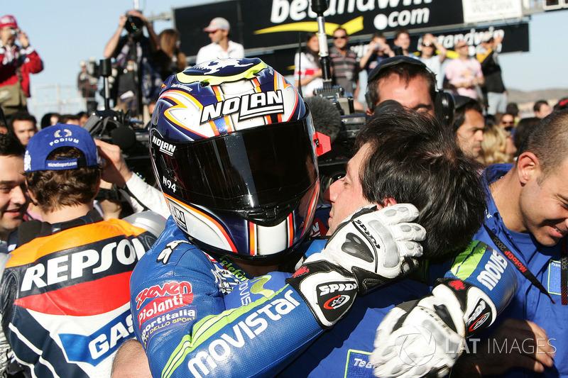 Il vincitore della gara Marco Melandri