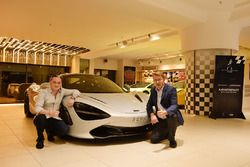 Мика Хаккинен, Гаутэм Сингания и его McLaren 720S