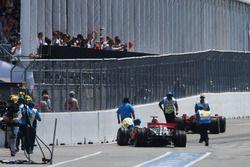 Столкновение: Льюис Хэмилтон, McLaren Mercedes MP4/23 и Кими Райкконен, Ferrari F2008