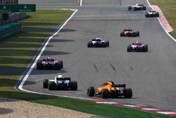 Fernando Alonso, McLaren MCL33 Renault, Lance Stroll, Williams FW41 Mercedes, Esteban Ocon, Force India VJM11 Mercedes, Sergio Perez, Force India VJM11 Mercedes, Sergey Sirotkin, Williams FW41 Mercedes, y Stoffel Vandoorne, McLaren MCL33 Renault