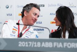 Alejandro Agag, PDG de la Formule E, parle à Virginia Elena Raggi, maire de Rome