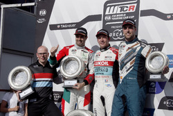 Podio: il vincitore della gara Jean-Karl Vernay, Audi Sport Leopard Lukoil Team Audi RS 3 LMS, il secondo classificato Mehdi Bennani, Sébastien Loeb Racing Volkswagen Golf GTI TCR, il terzo classificato Pepe Oriola, Team Oscaro by Campos Racing Cupra TCR