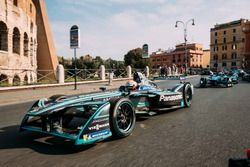 Nelson Piquet Jr., Jaguar Racing devance Luca Filippi, NIO Formula E Team