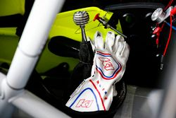 Matt Crafton, ThorSport Racing, Ford F-150 Menards gloves