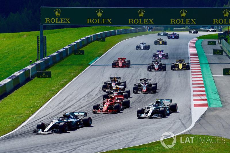 Lewis Hamilton, Mercedes-AMG F1 W09 en la salida