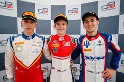 Podio: segundo lugar Leonardo Pulcini, Campos Racing, Callum Ilott, ART Grand Prix, tercer puesto Alessio Lorandi, Trident