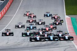Ryan Tveter, Trident David Beckmann, Jenzer Motorsport and Giuliano Alesi, Trident lead the start of race 2