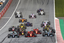 Lewis Hamilton, Mercedes AMG F1 W09, Sebastian Vettel, Ferrari SF71H, Valtteri Bottas, Mercedes AMG F1 W09, race side by side towards the first corner