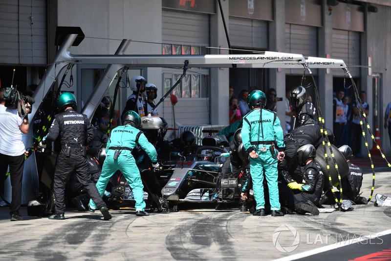 Lewis Hamilton, Mercedes-AMG F1 W09, pitstop