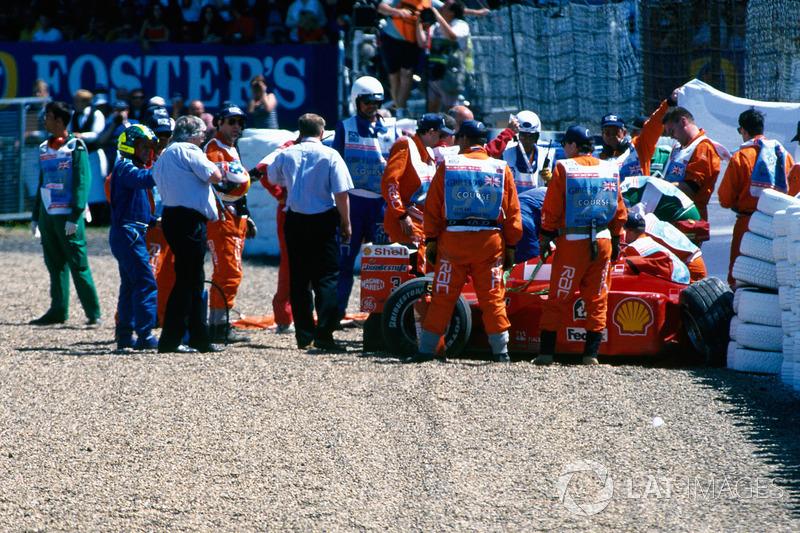 De situatie na de crash van Schumacher, vanaf de andere kant: